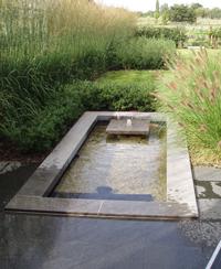 Waterpartij in tuin
